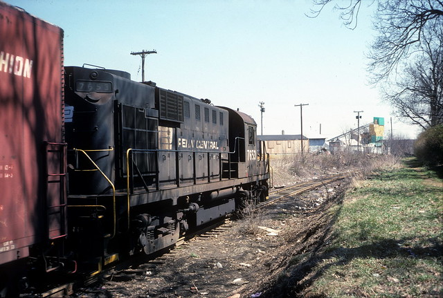 Penn Central EB freight Freehold NJ 4-75