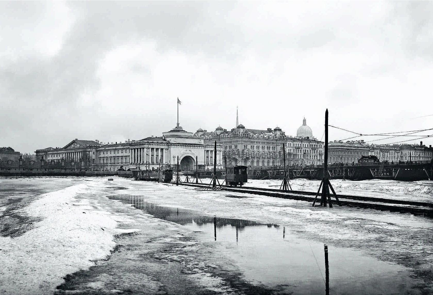 1902. Трамвайная переправа по льду Невы