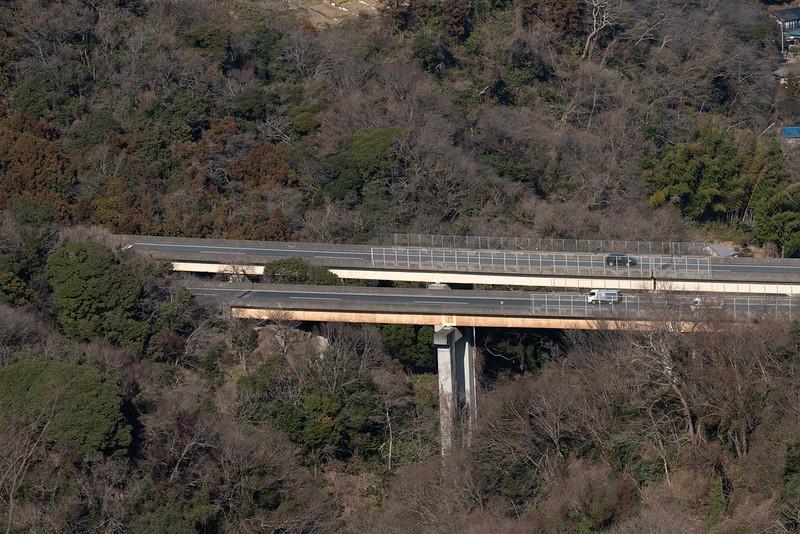 乳頭山から見える高速道路