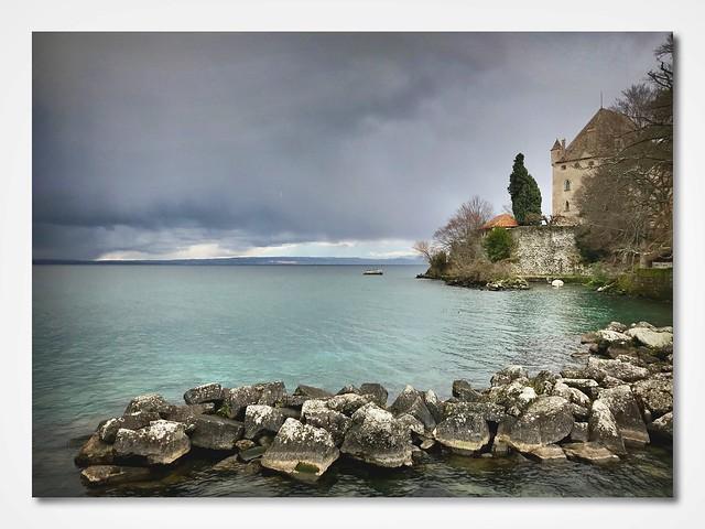 Yvoire, son Château... et au loin l'Orage qui gronde. (Explore)