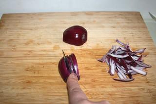 12 - Cut onion in wedges / Zwiebel in Spalten schneiden