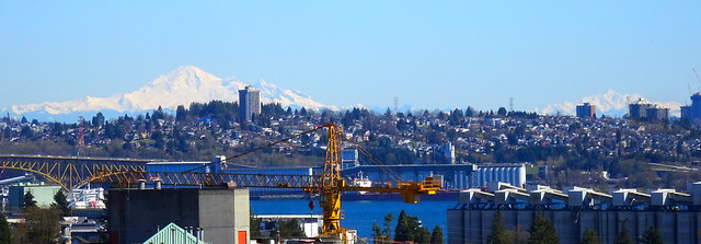 View from Vancouver of Mount Baker and Twin Sisters (+1)