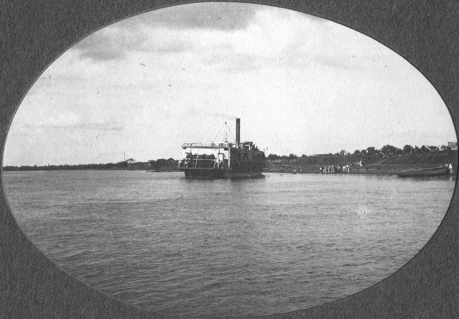 Пароход у пристани в деревни Мазановой