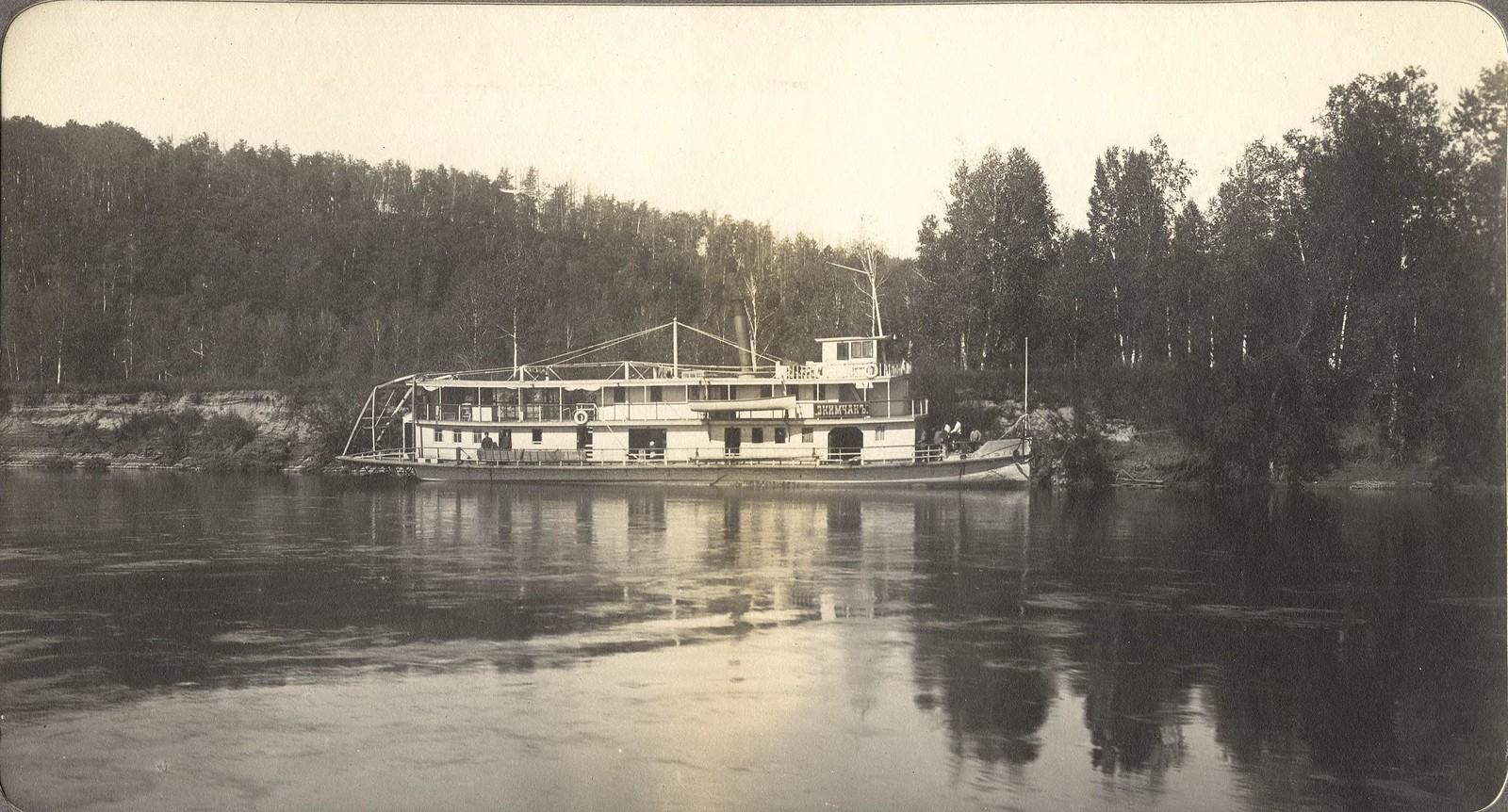 Вид парохода «Экимчан» на реке Селемдже близ устья реки Норы