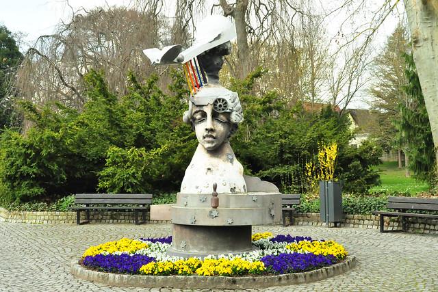 April 2021 ... Jürgen Goertz-Skulpturen im Schlosspark Angelbachtal ... Brigitte Stolle