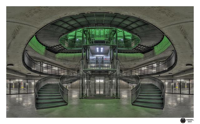 Symmetry in green