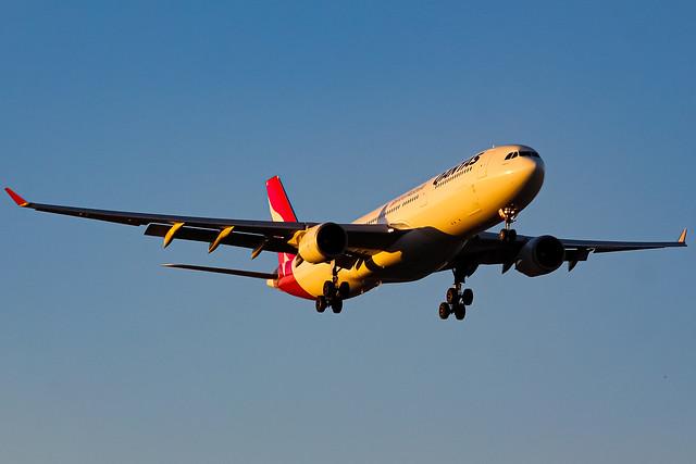 Qantas A330-300 - VH-QPC