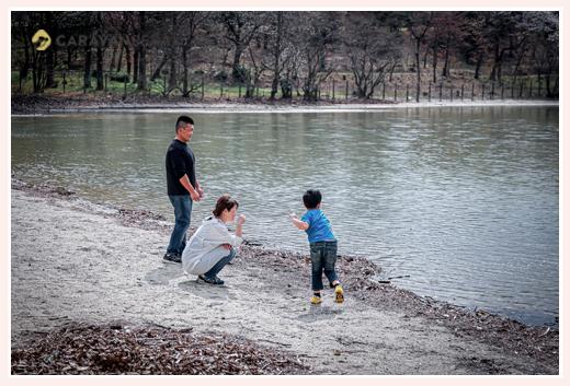 湖畔で親子の休日