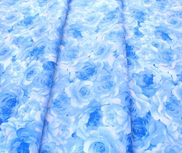 Timeless Treasures Bluebird C8449-WHT Packed Flowers White