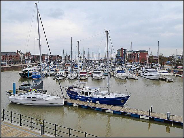 Hull Marina ..
