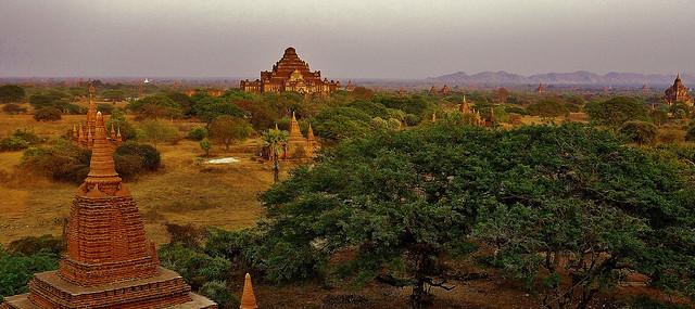 MYANMAR ,Burma - Old-Bagan, Sonnenuntergang mit Blick von der imposanten Shwesandaw-Pagode(Tempel), 78297/13577