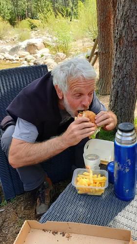 Comment manger un hamburger ?