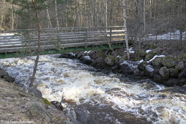 Pienempi silta Nukarinkoskella