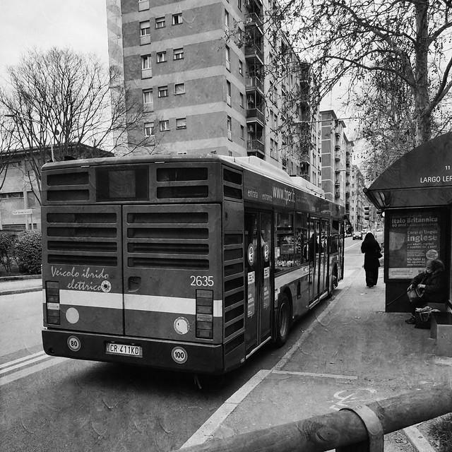 Fermata autobus. Bus stop. B&W