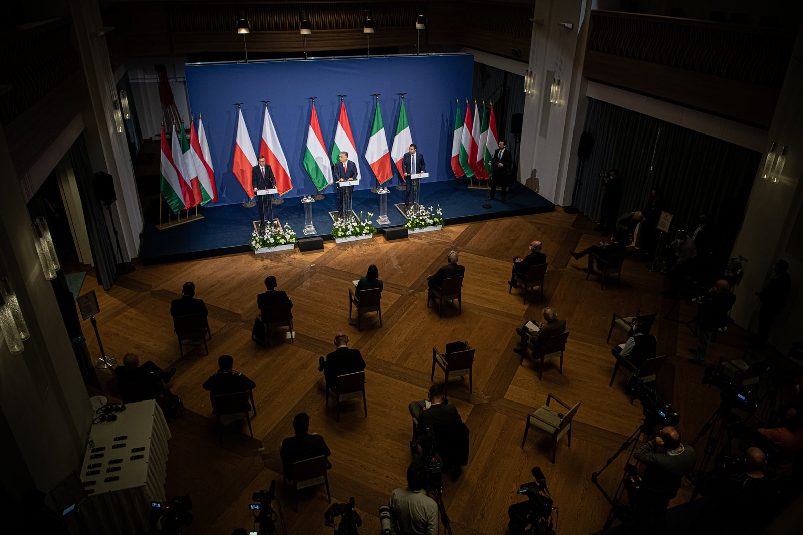Orbán: vagy beoltatjuk magunkat, vagy megfertőződünk