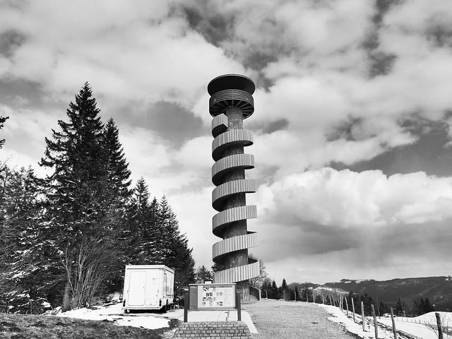 Tour de Moron mit Wendeltreppe aussen um den Turm und Rundblick von 360°. 2735 Valbirse