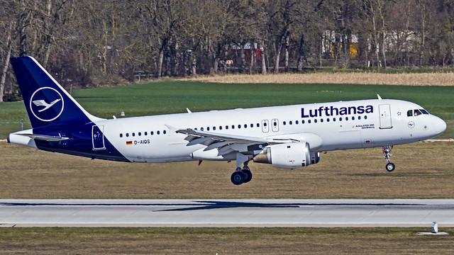 Lufthansa Airbus A320 D-AIQS