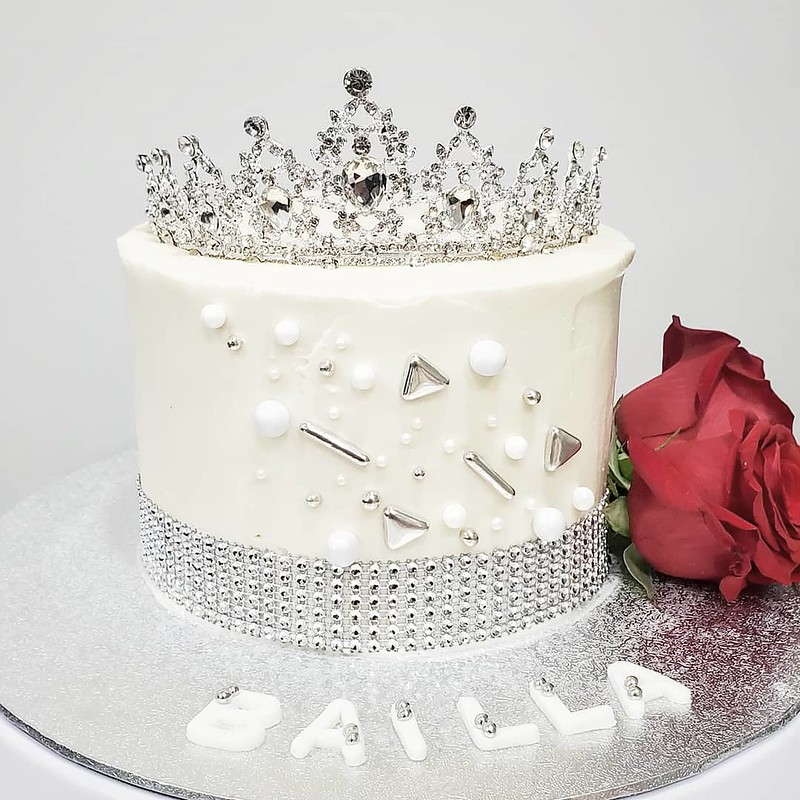 Cake by Amaya Cupcakez