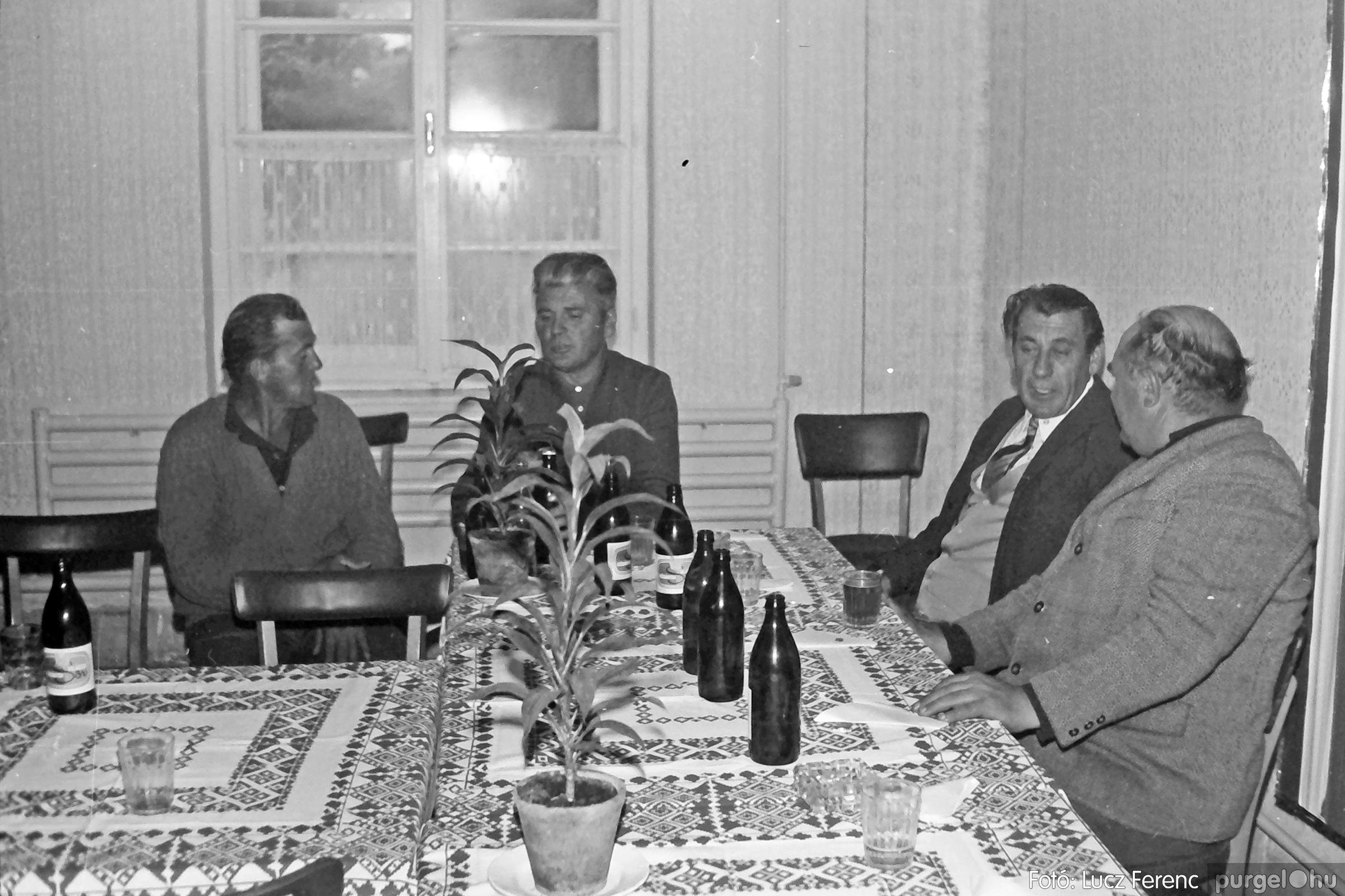 088A. 1977. Nyugdíjas találkozó a Kendergyárban 017. - Fotó: Lucz Ferenc.jpg