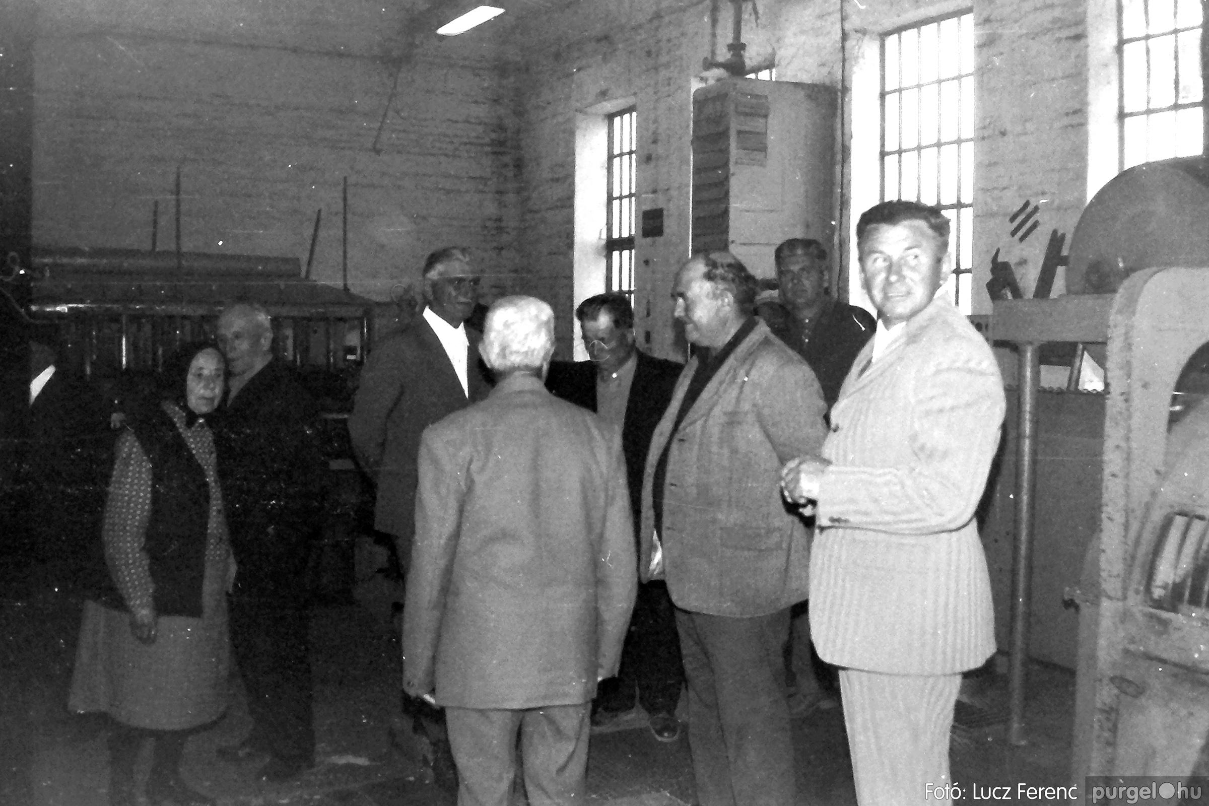 088A. 1977. Nyugdíjas találkozó a Kendergyárban 013. - Fotó: Lucz Ferenc.jpg