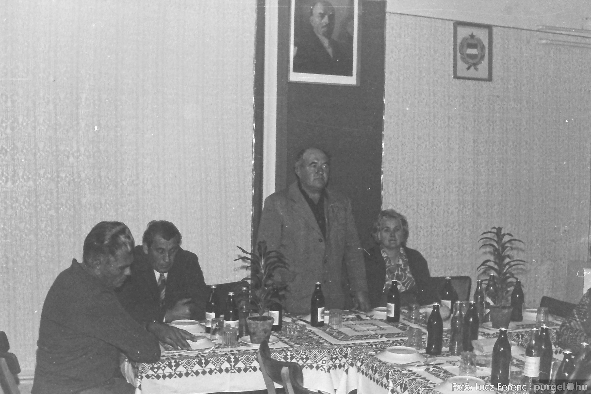 088A. 1977. Nyugdíjas találkozó a Kendergyárban 009. - Fotó: Lucz Ferenc.jpg
