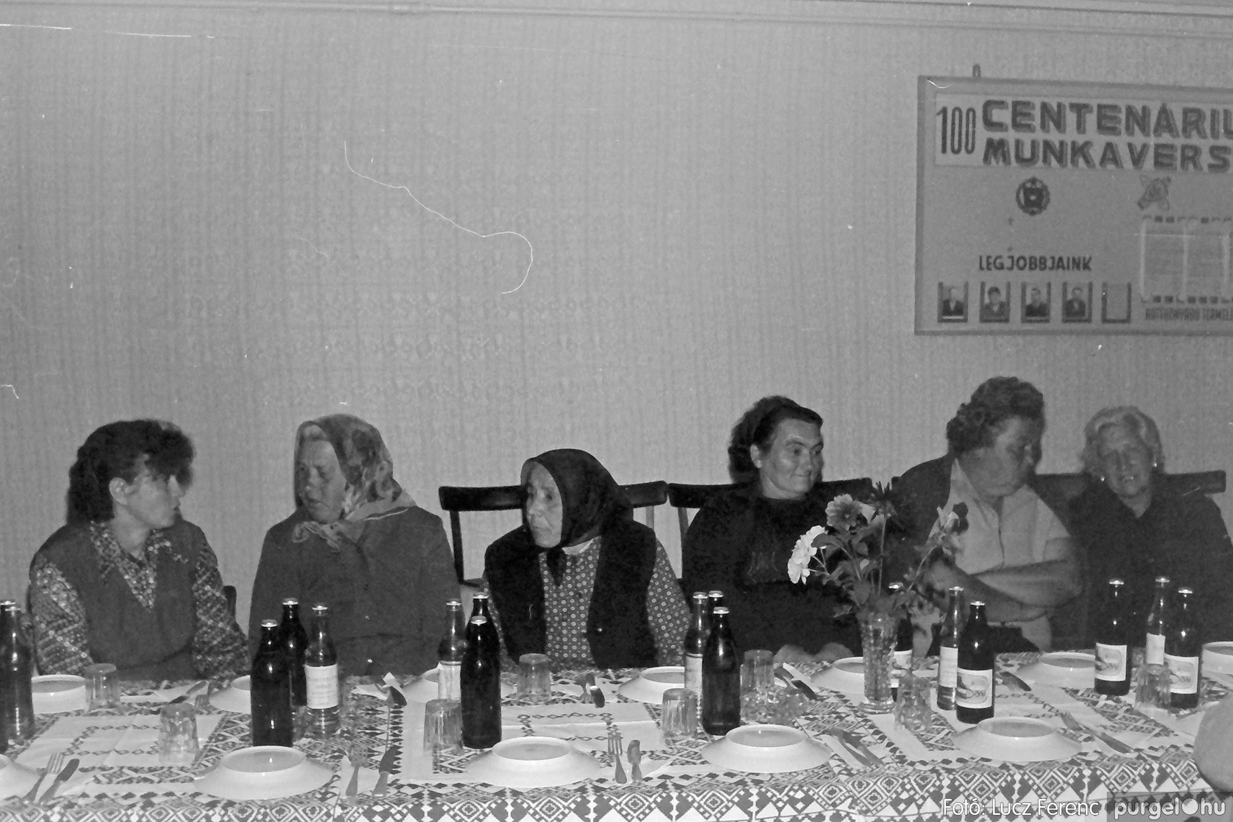 088A. 1977. Nyugdíjas találkozó a Kendergyárban 005. - Fotó: Lucz Ferenc.jpg