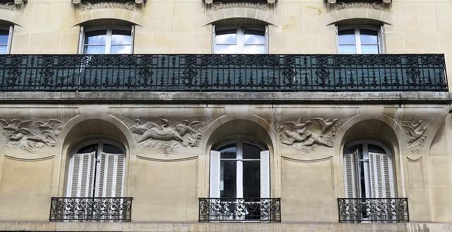 Fenêtres de l'ancienne Manufacture de pianos J. Lary, Levallois-Perret