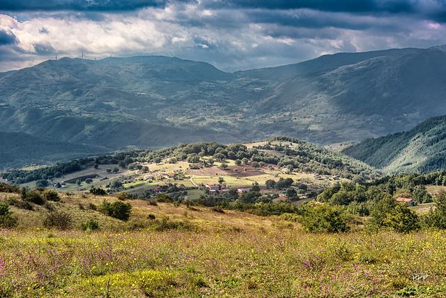 Between Pignola and Savoia di Lucania