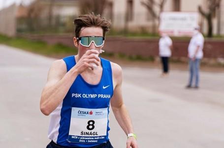 Na dráze je konkurence a to mne motivuje, říká druhý z půlmaratonu Viktor Šinágl