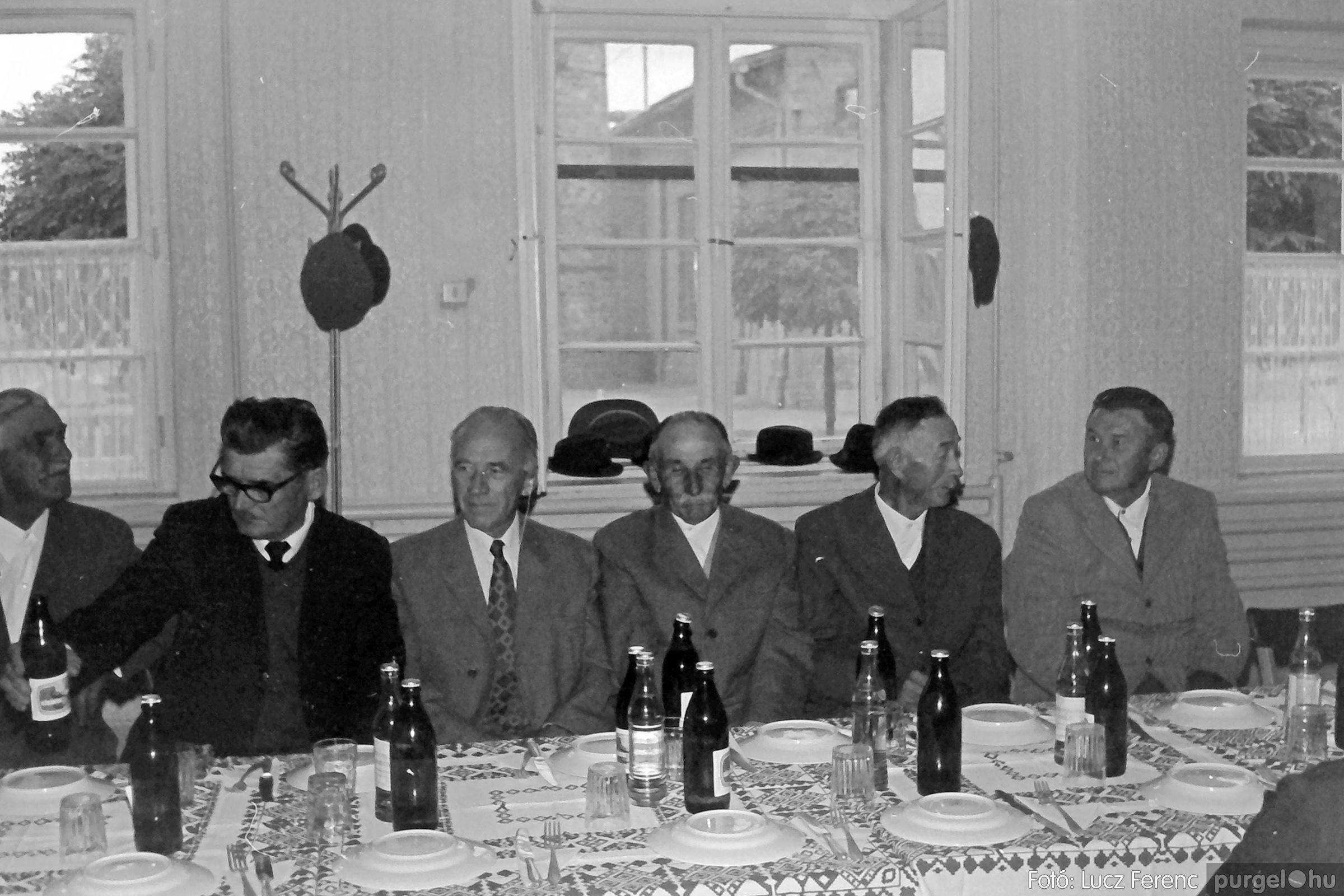 088A. 1977. Nyugdíjas találkozó a Kendergyárban 006. - Fotó: Lucz Ferenc.jpg