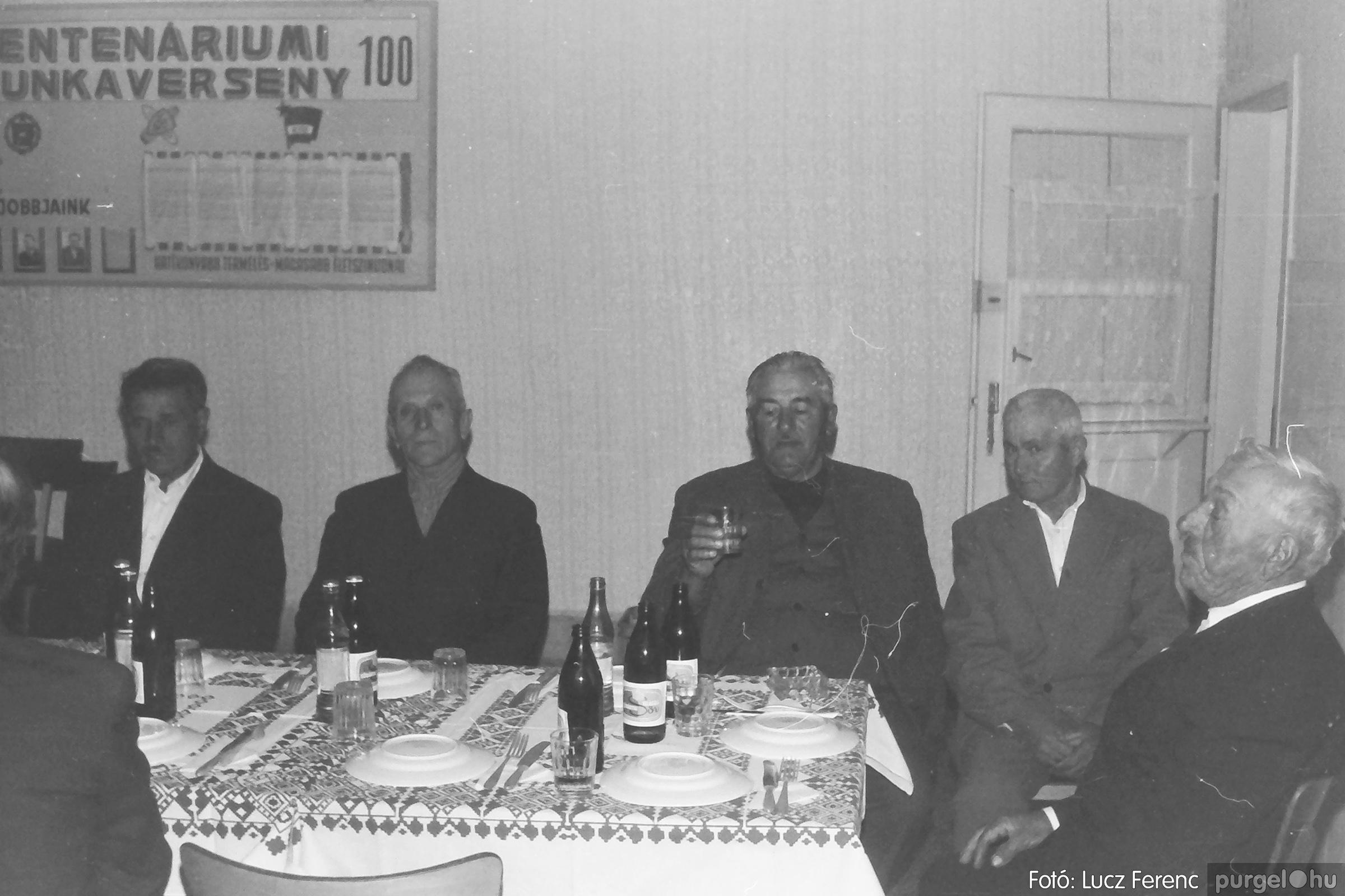 088A. 1977. Nyugdíjas találkozó a Kendergyárban 008. - Fotó: Lucz Ferenc.jpg
