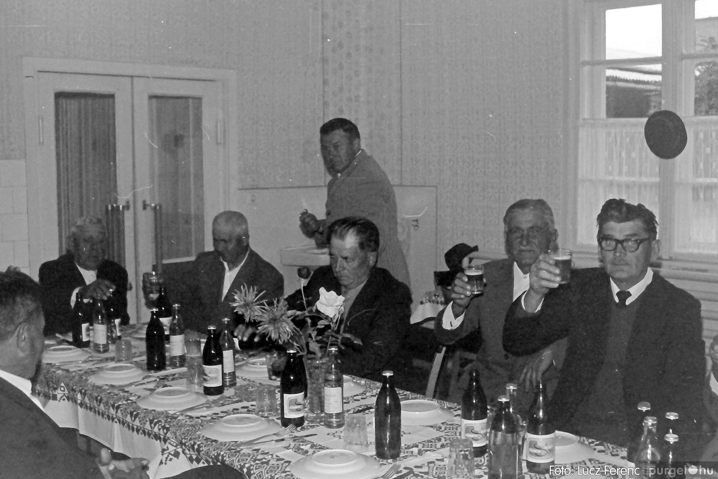 088A. 1977. Nyugdíjas találkozó a Kendergyárban 007. - Fotó: Lucz Ferenc.jpg