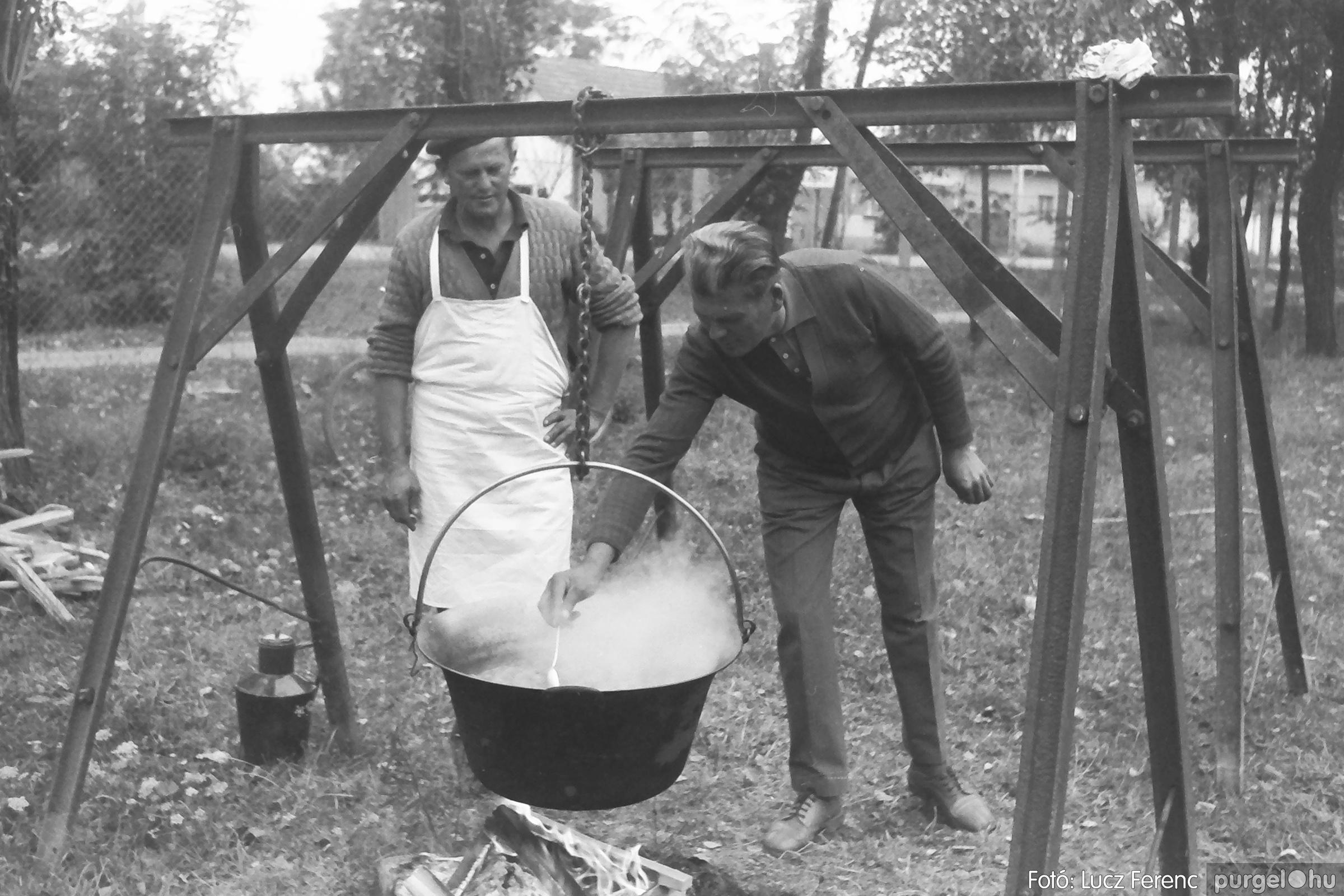088A. 1977. Nyugdíjas találkozó a Kendergyárban 004. - Fotó: Lucz Ferenc.jpg