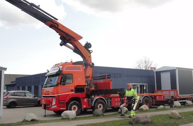Volvo FM AW80885 delivers huts