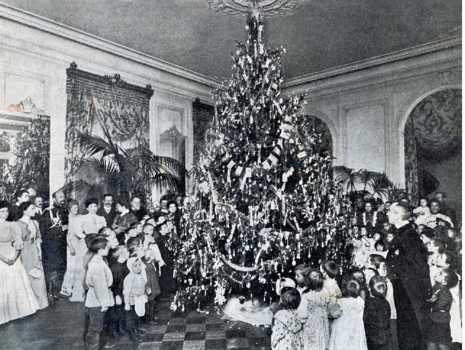 1907. Ёлка для бедных детей в доме градоначальника. 28 декабря