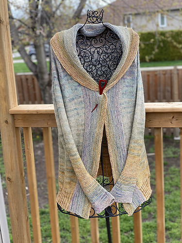 Jen (zjewell) also finished her Comfort Fade Cardigan by Andrea Mowry! She loves it so much hysterical she has cast on another one!