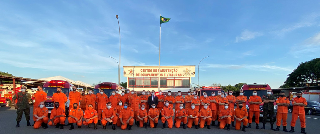 Deputado Roosevelt Vilela, como paraninfo, participa da formatura do 1° curso de especialização para condutores e operadores de viaturas do CBMDF