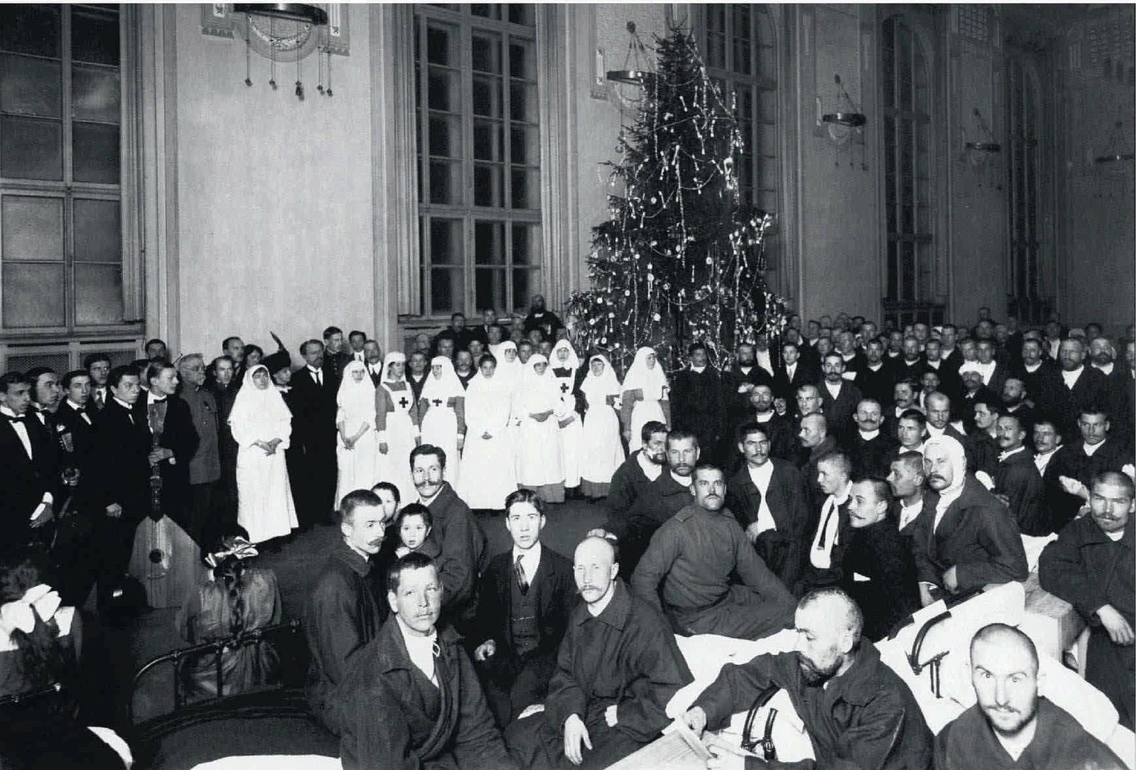 1914-1917. Елка для раненых в палате лазарета имени Английского короля Герга V.