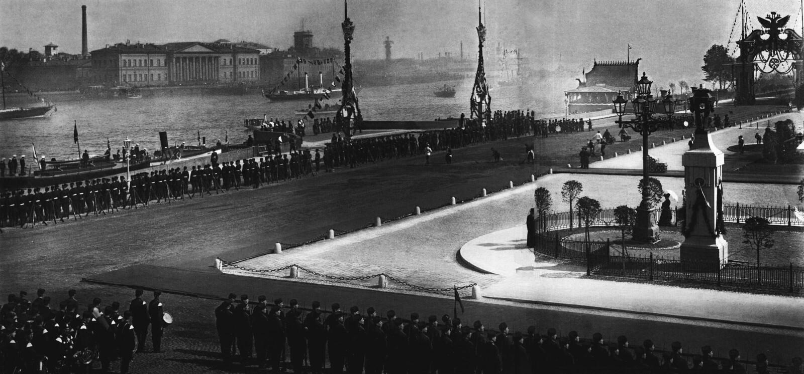 1903. Празнование 200-летия Санкт-Петербурга. Парад на площади императора Петра I. 16 мая