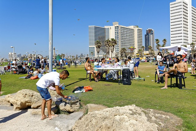 Tel Aviv / The Independence Day  - Traditional barbecue  / Yom Haʿatzmaout : יום העצמאות