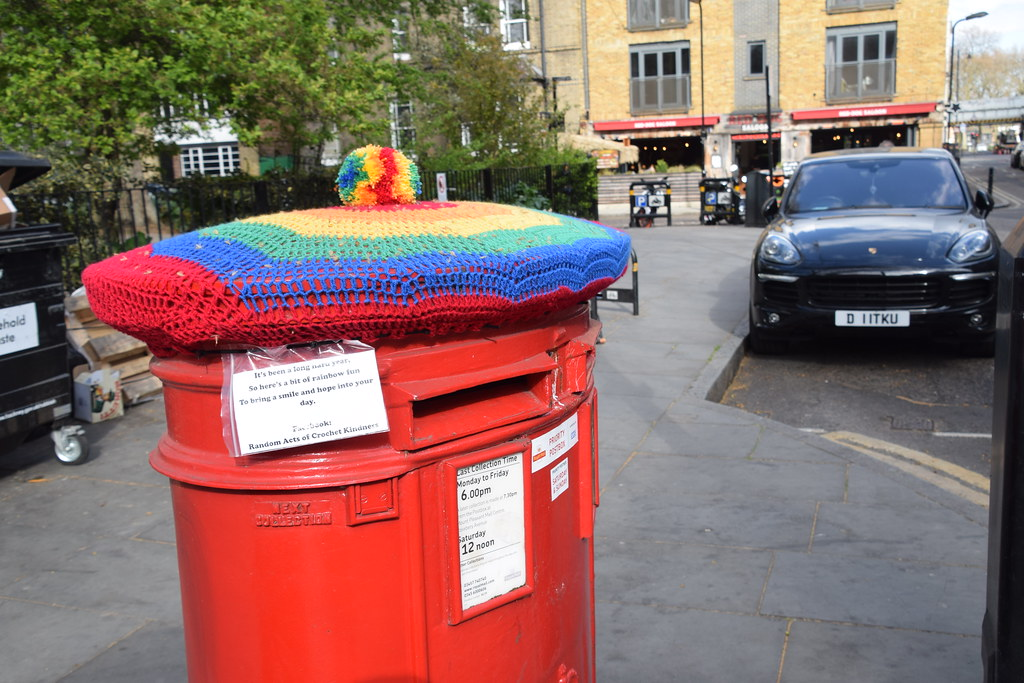 DSC_9422 Shoreditch London Hoxton Square 2017 Black Porsche Cayenne PLAT ED S E Hybrid Electric (Clean) TIP A 2995 cc Sports Utility Vehicle SUV D11TKU. Royal Mail Post Box. It's been a long hard year. So here is a bit of Rainbow. To bring a smile and hop
