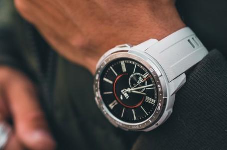 Chytré hodinky Samsung jsou do neděle za tu vůbec nejnižší cenu