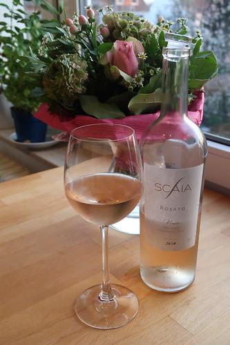 Scaia Rosato Veneto (2020er Roséwein) vor, zum und nach dem Essen