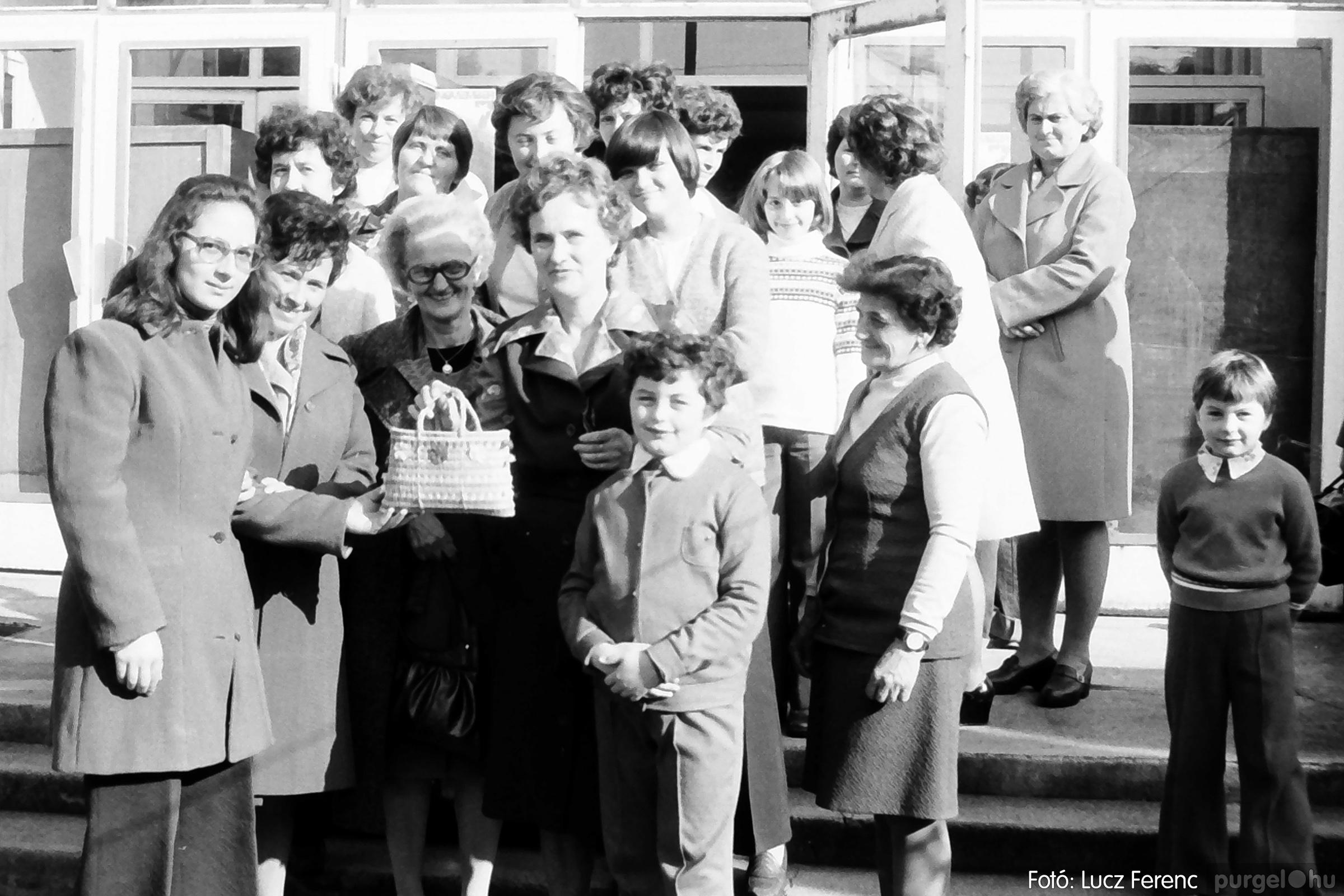 093. 1977. A szegvári és a tápéi kézimunka szakkör találkozója 003. - Fotó: Lucz Ferenc.jpg
