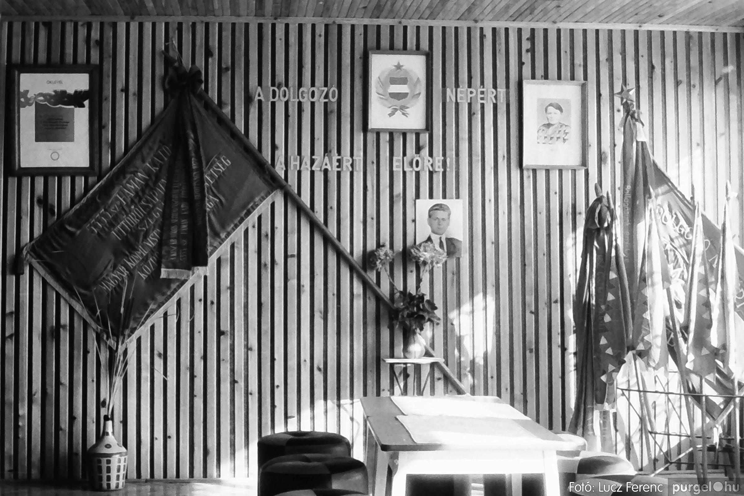 093. 1977. Szovjet katonák látogatása a nagy októberi szocialista forradalom 60. évfordulóján 006. - Fotó: Lucz Ferenc.jpg