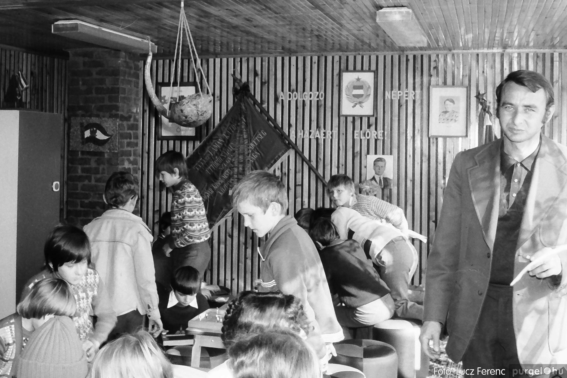 093. 1977. Szovjet katonák látogatása a nagy októberi szocialista forradalom 60. évfordulóján 005. - Fotó: Lucz Ferenc.jpg