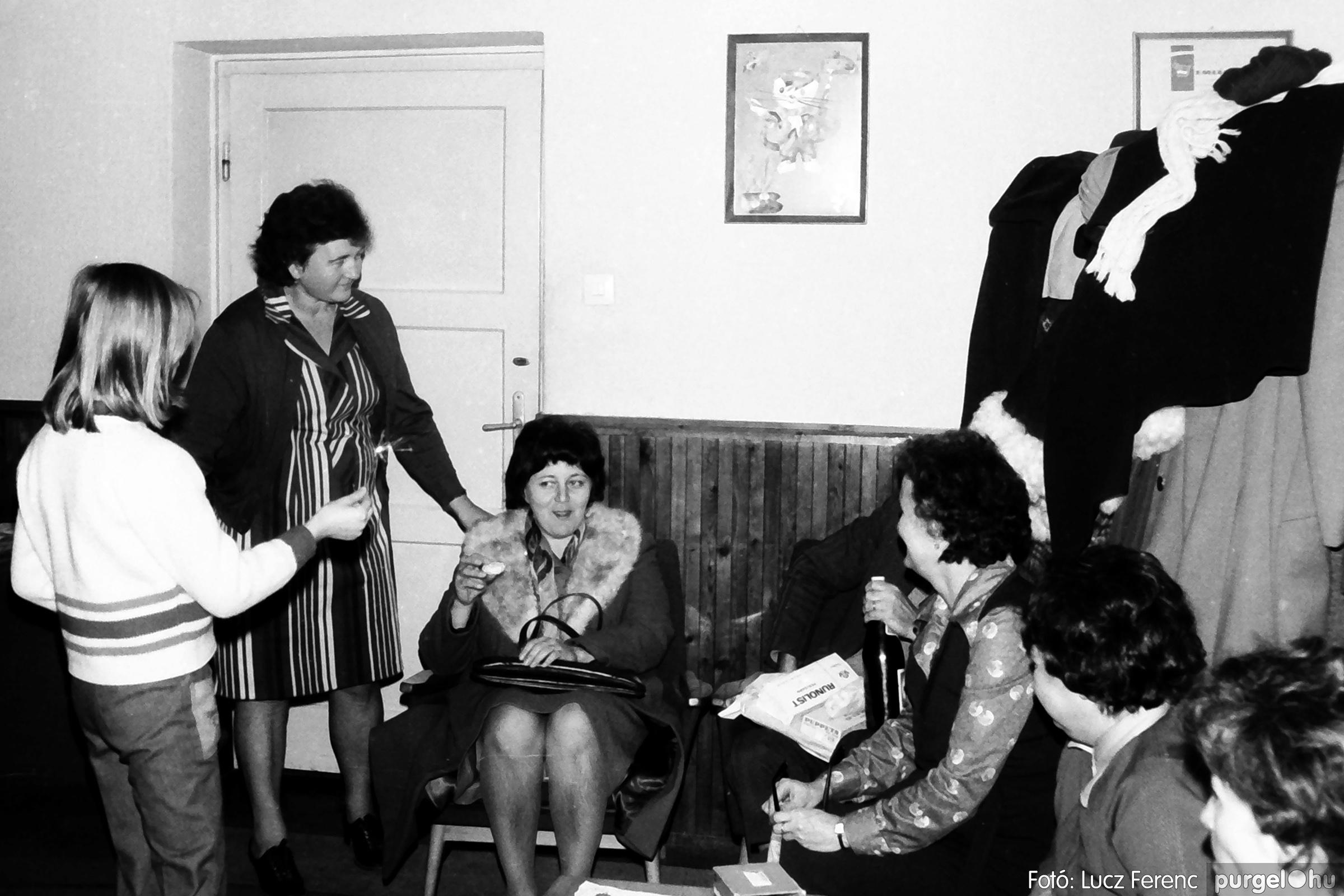 096. 1977. Karácsonyi összejövetel a kultúrházban 020. - Fotó: Lucz Ferenc.jpg