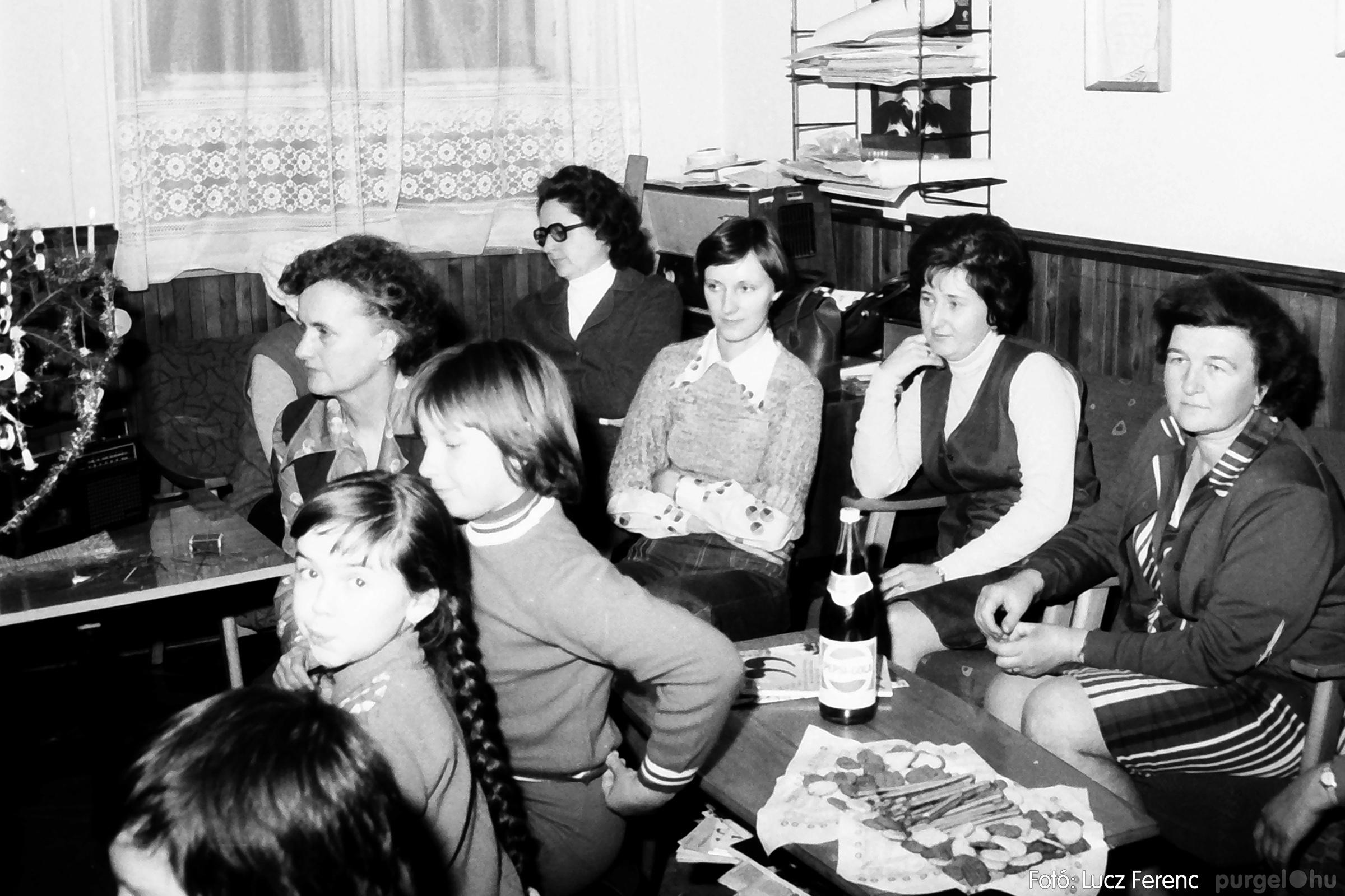 096. 1977. Karácsonyi összejövetel a kultúrházban 010. - Fotó: Lucz Ferenc.jpg