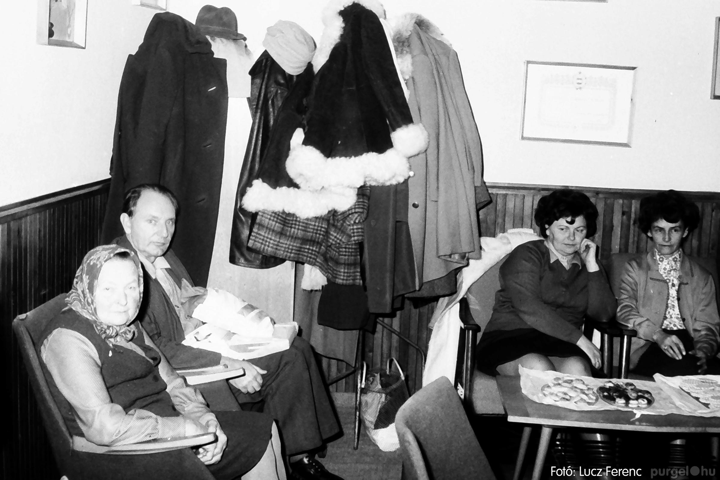 096. 1977. Karácsonyi összejövetel a kultúrházban 005. - Fotó: Lucz Ferenc.jpg