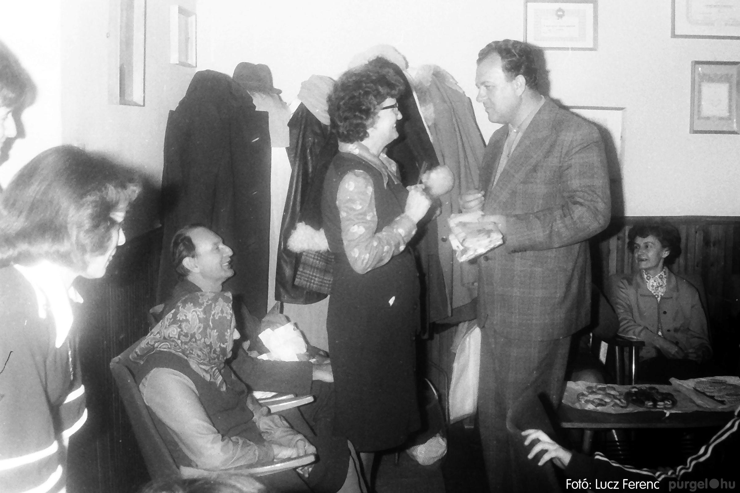 096. 1977. Karácsonyi összejövetel a kultúrházban 003. - Fotó: Lucz Ferenc.jpg